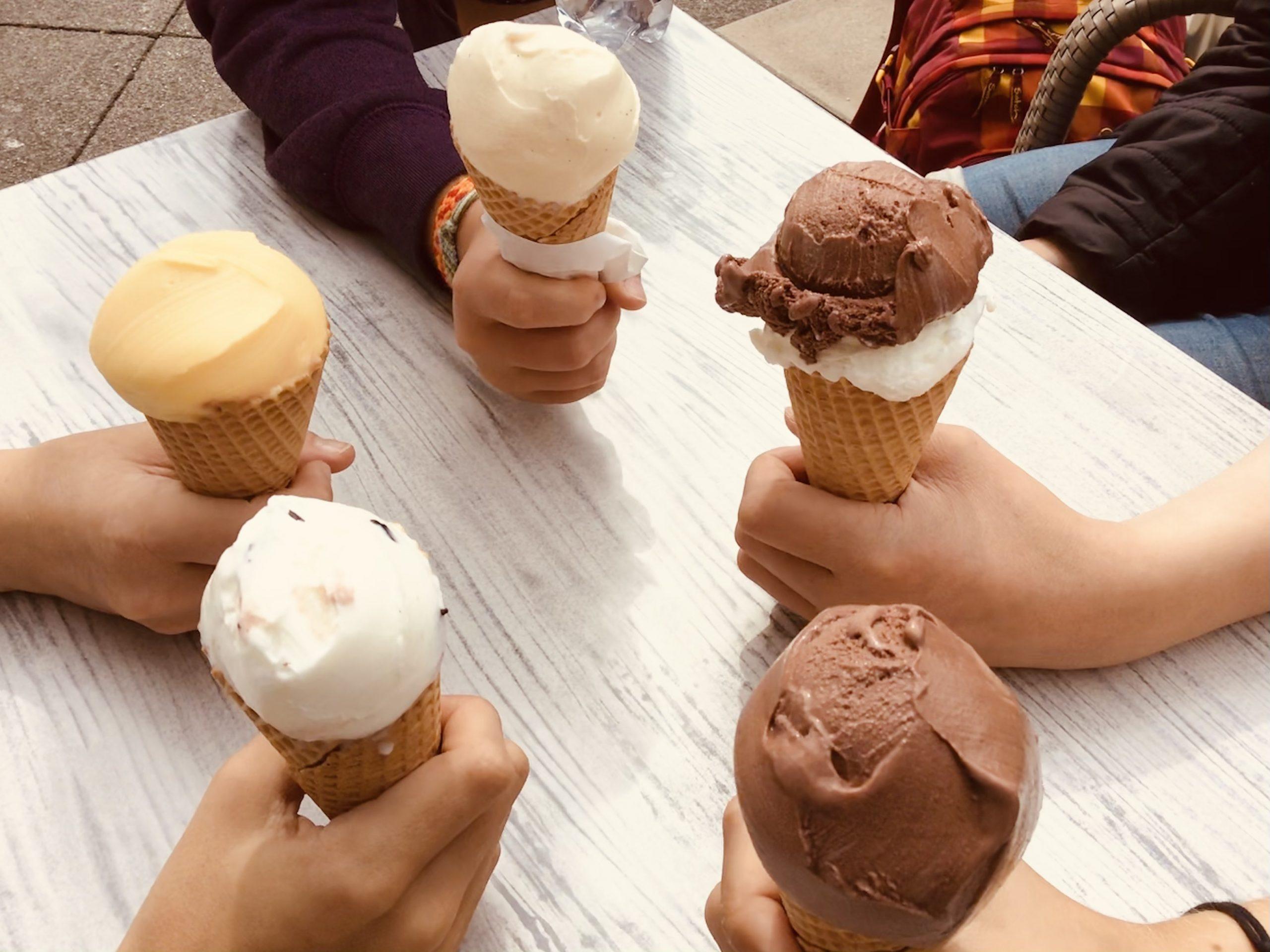 Read more about the article Erfrischende Sommeraktion – der Förderverein spendierte allen Ellental-Schüler*innen ein Eis